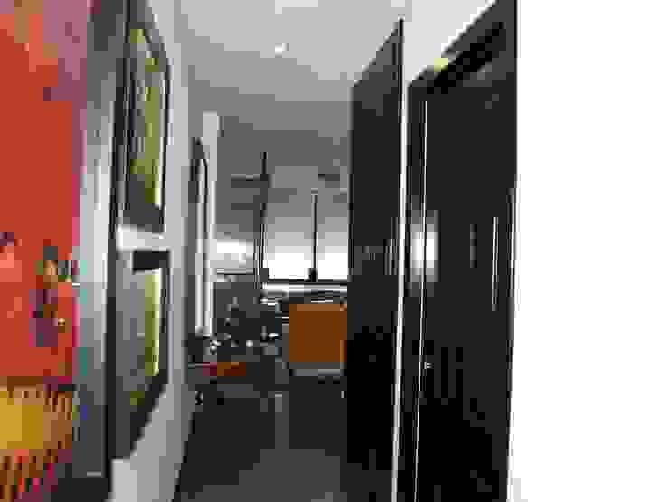 Estudio RYD, S.L. Classic style corridor, hallway and stairs Wood Black
