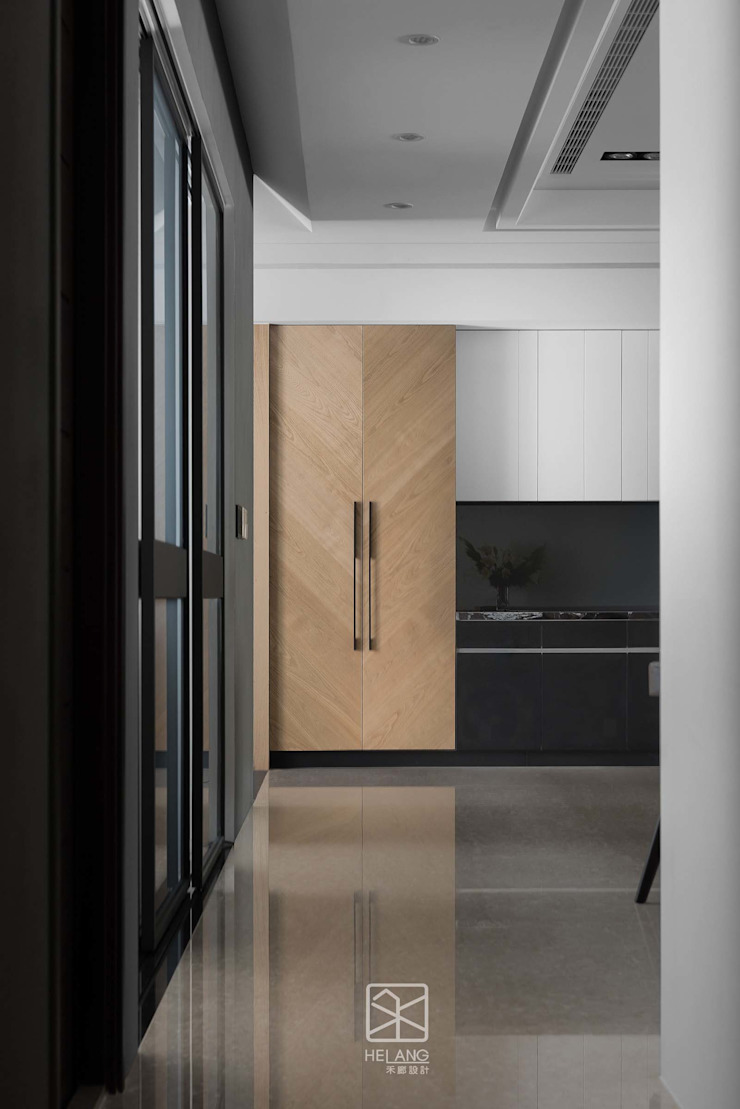 收納櫃造型 禾廊室內設計 Modern Corridor, Hallway and Staircase