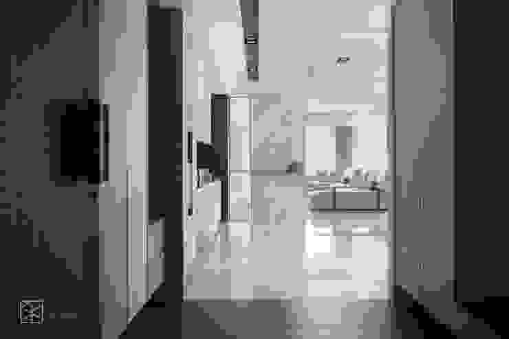 入口端景 禾廊室內設計 Modern Corridor, Hallway and Staircase