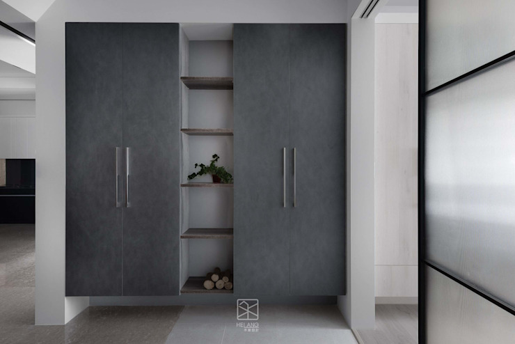 收納展示櫃 禾廊室內設計 Modern Corridor, Hallway and Staircase
