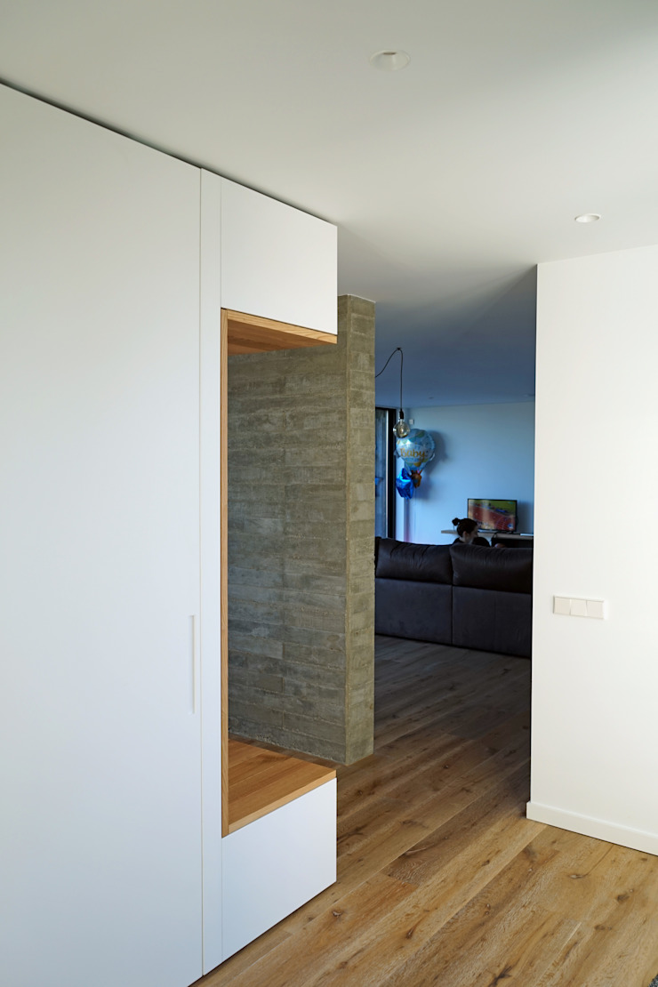 AD+ arquitectura Modern Corridor, Hallway and Staircase Wood