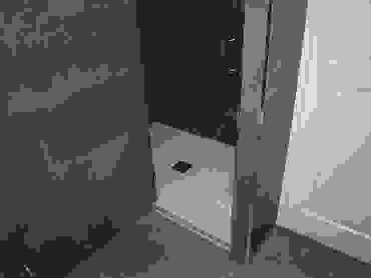 Estudio RYD, S.L. Modern bathroom Ceramic White