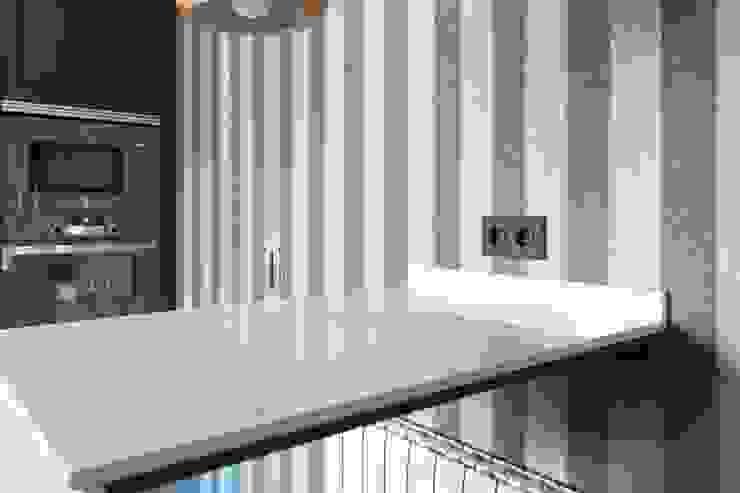 Estudio RYD, S.L. Walls & flooringWallpaper Paper Grey