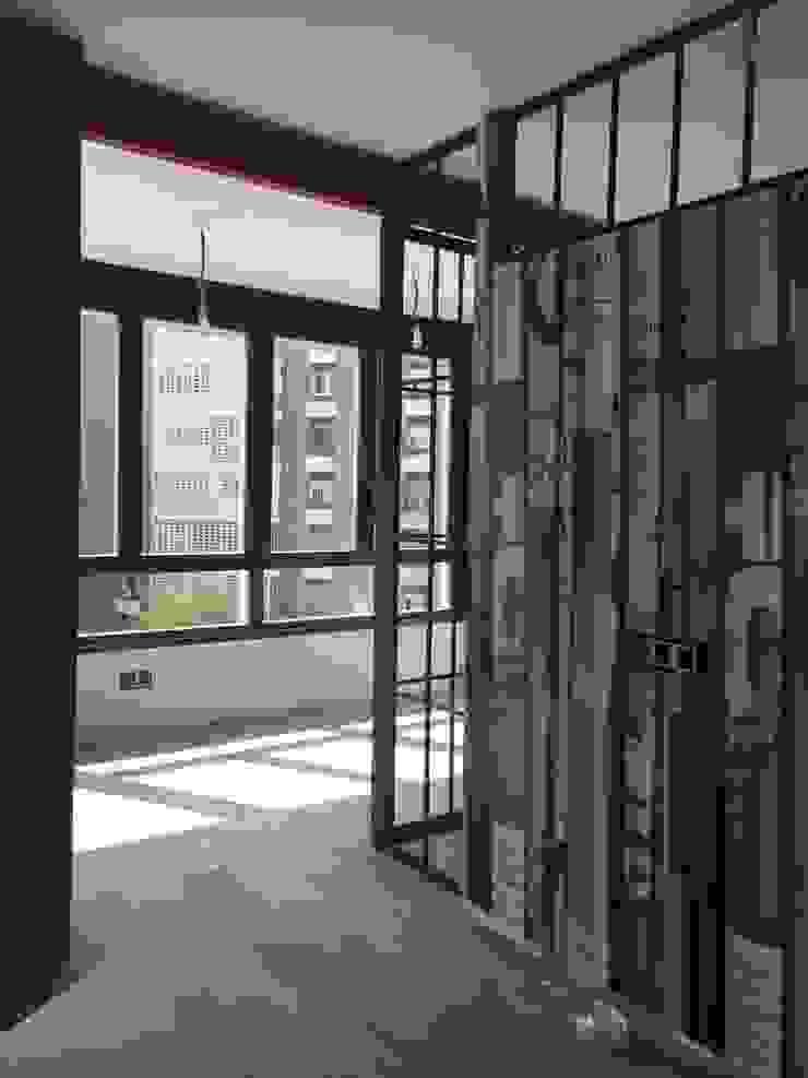 Estudio RYD, S.L. Walls & flooringWallpaper Paper Black