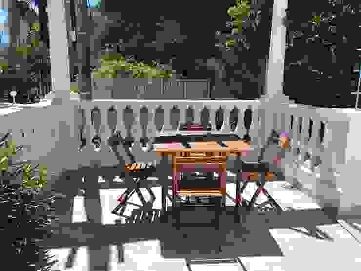 Studio Zay Architecture & Design Balkon, Beranda & Teras Klasik Batu Grey