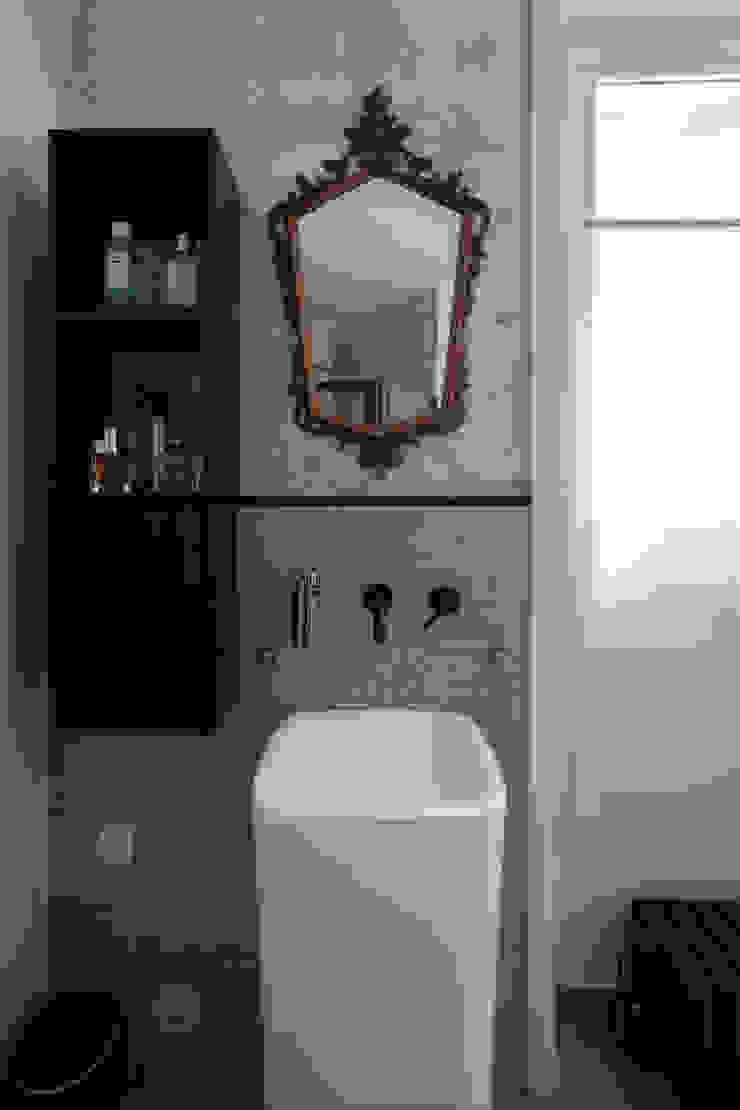 salle de bains appartement haussmanien MISS IN SITU Clémence JEANJAN Salle de bain originale Gris