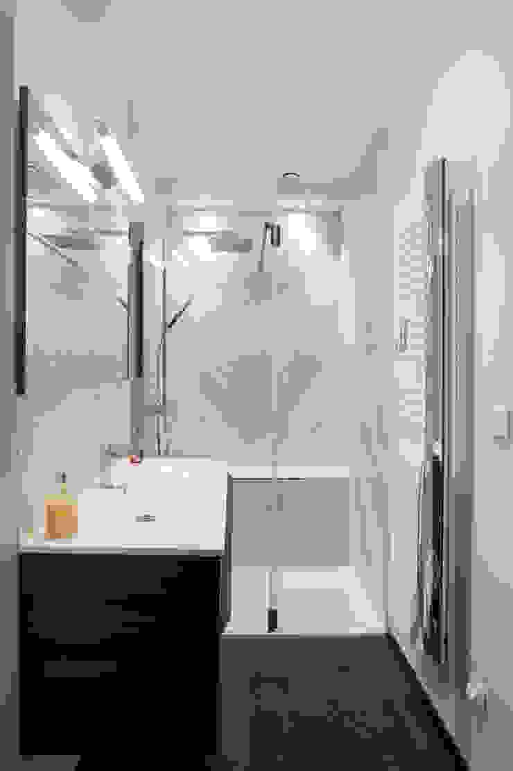 salle de bains - douche marbre MISS IN SITU Clémence JEANJAN Salle de bain originale Marbre Blanc