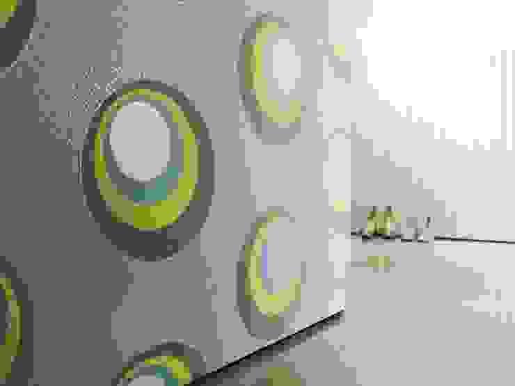 Paredes y pisos de estilo moderno de Carta da parati degli anni 70 Moderno