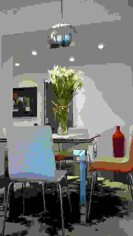 Sala da pranzo Studio Zay Architecture & Design Sala da pranzo moderna Vetro Rosso