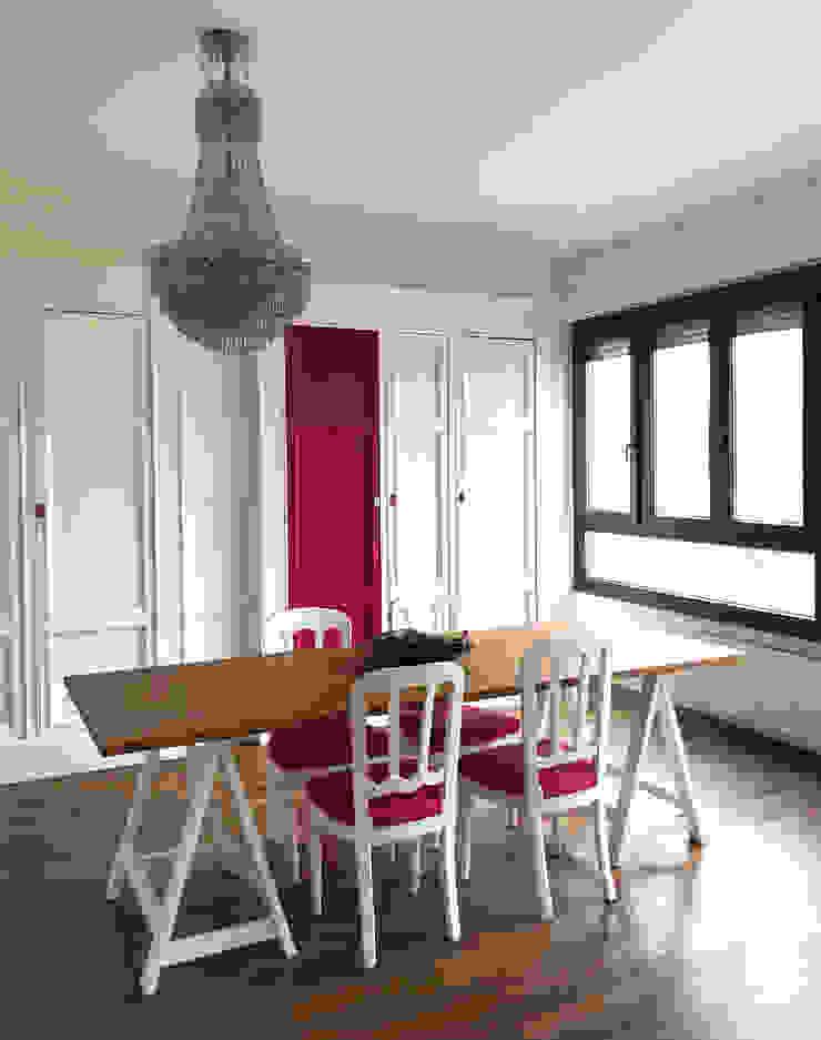 Sala da pranzo Sala da pranzo eclettica di Studio Zay Architecture & Design Eclettico Legno massello Variopinto