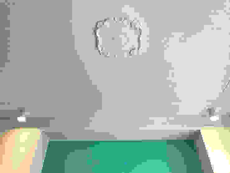Dettaglio soffitto camera 01 Camera da letto eclettica di Studio Zay Architecture & Design Eclettico