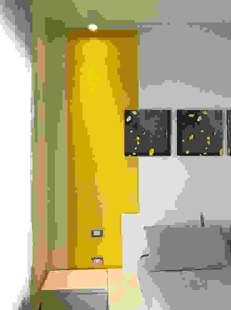 Dettaglio parete camera 02 Camera da letto eclettica di Studio Zay Architecture & Design Eclettico Legno Effetto legno