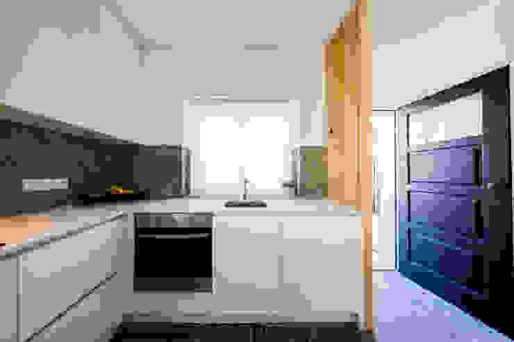 Cozinha Entrada Principal Desenho Branco Cozinhas ecléticas Branco