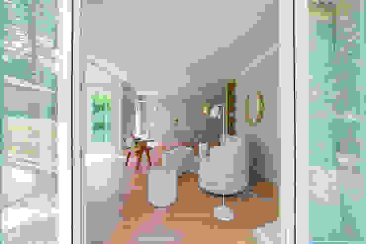 Münchner home staging Agentur GESCHKA Modern living room Beige