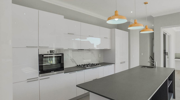 Colonial style kitchen by Building Project X (Pty) Ltd. Colonial