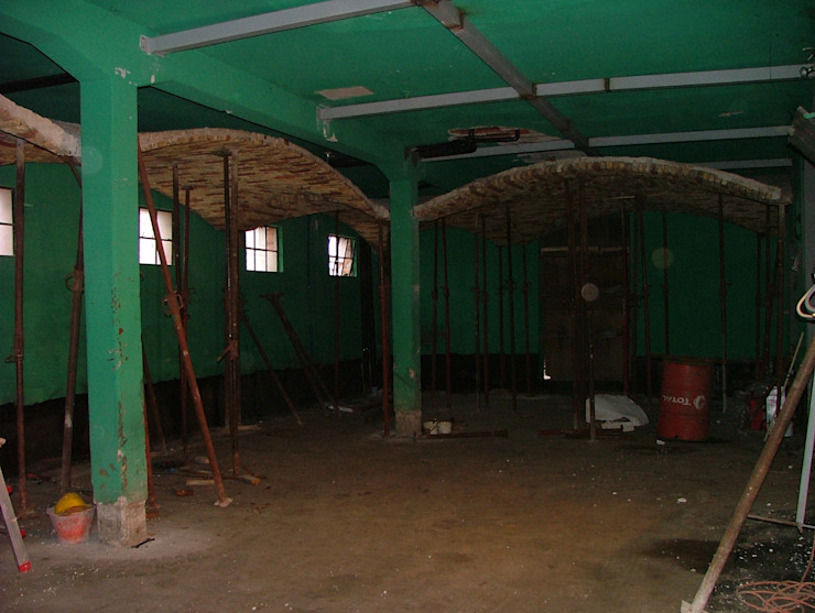 Prima - zona garage Progetti Abitativi LAB Hotel in stile rustico