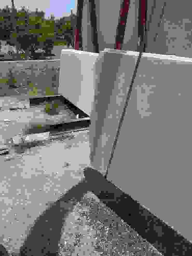 Realizzazione su Misura in Marmo della Zona Camino del Progetto <q>Casa per un ex Politico</q> antonio felicetti architettura & interior design Garage/Rimessa in stile classico Marmo