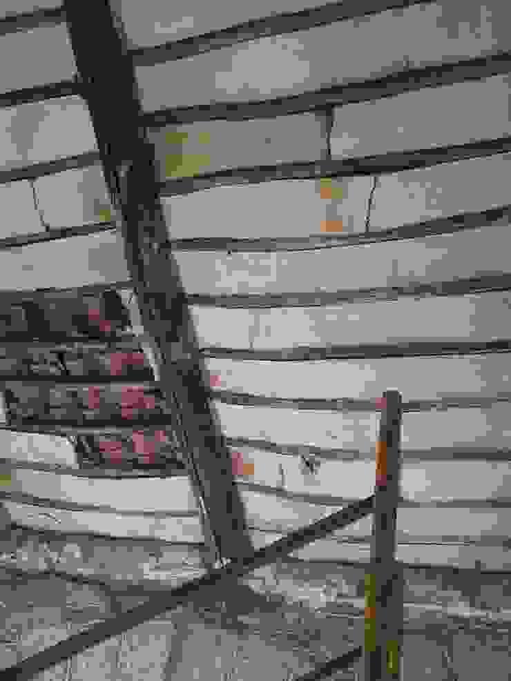 Techo bajo cubierta antes MULTISERVICIOS EGO INGENIEROS SL Casas de estilo rústico