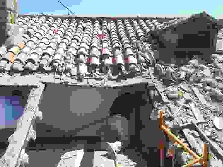 Abriendo huecos MULTISERVICIOS EGO INGENIEROS SL Casas de estilo rústico