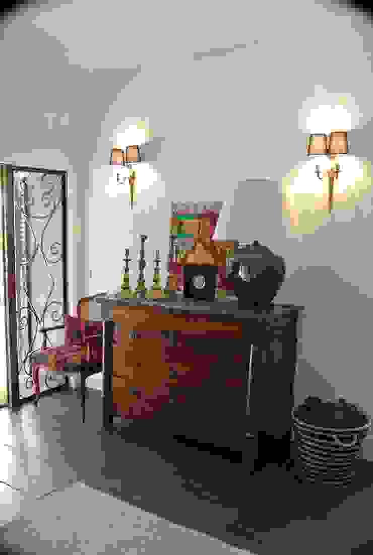 Estudio RYD, S.L. Corridor, hallway & stairs Drawers & shelves Solid Wood Brown