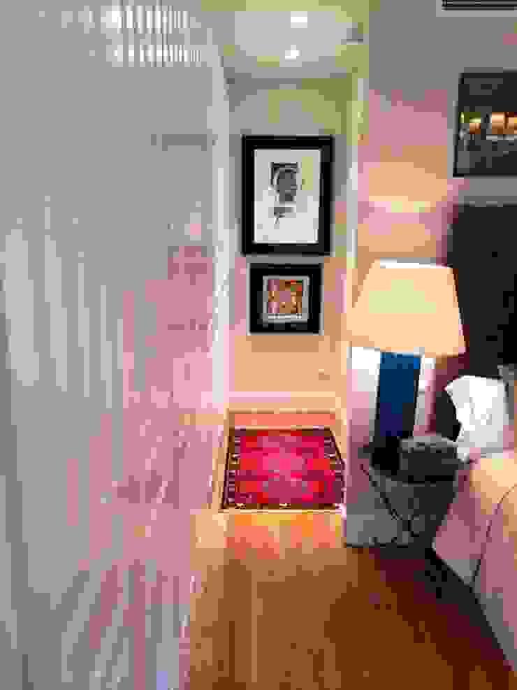 Estudio RYD, S.L. Dressing roomWardrobes & drawers Wood White