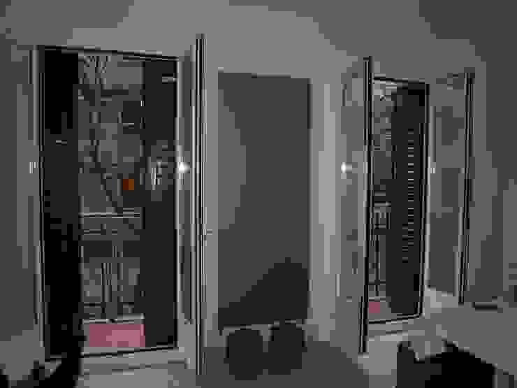 Estudio RYD, S.L. Modern living room Aluminium/Zinc White