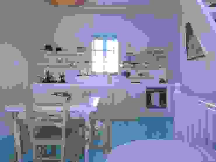 Ristrutturazione di una casa nella Xora di Paros_Cicaldi _GRECIA studio patrocchi Cucina in stile mediterraneo