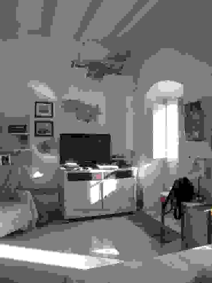 studio patrocchi Pasillos, vestíbulos y escaleras de estilo mediterráneo