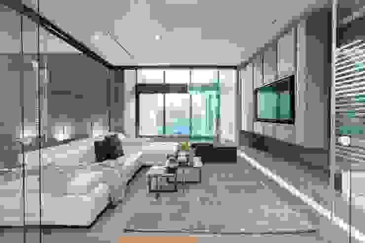 Nico Van Der Meulen Architects Modern living room