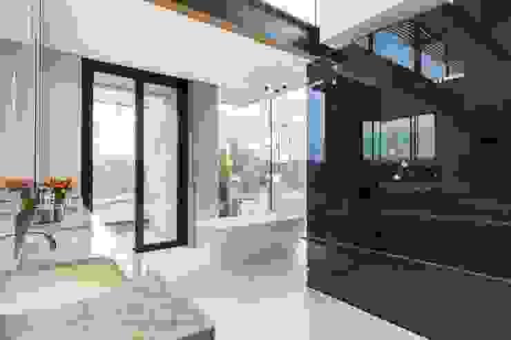 Nico Van Der Meulen Architects Modern bathroom
