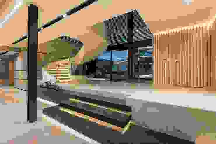 Nico Van Der Meulen Architects Modern corridor, hallway & stairs