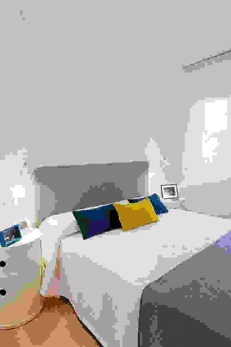 Dormitorio principal MANUEL GARCÍA ASOCIADOS Dormitorios pequeños Blanco