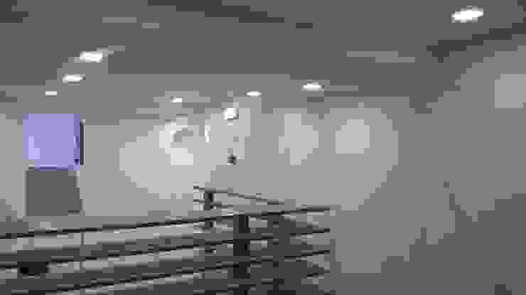 Chegada ao piso 2 Espaços de restauração modernos por AlexandraMadeira.Ac - Arquitectura e Interiores Moderno