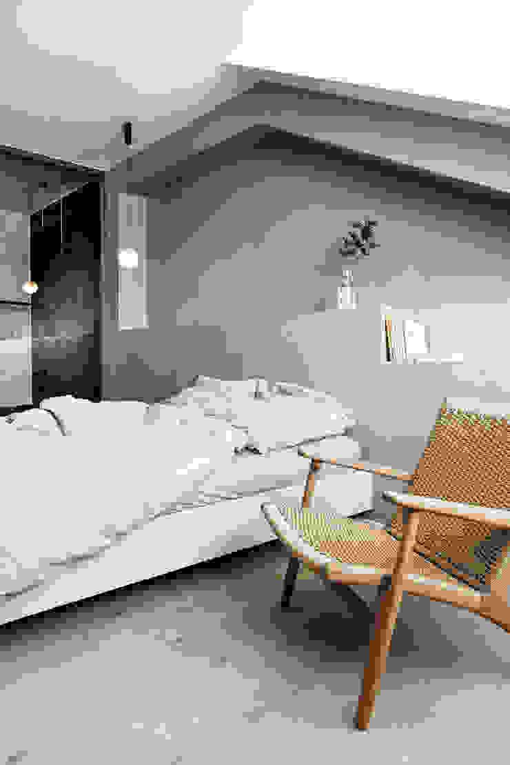 Apartment Maxvorstadt INpuls interior design & architecture Moderne Schlafzimmer