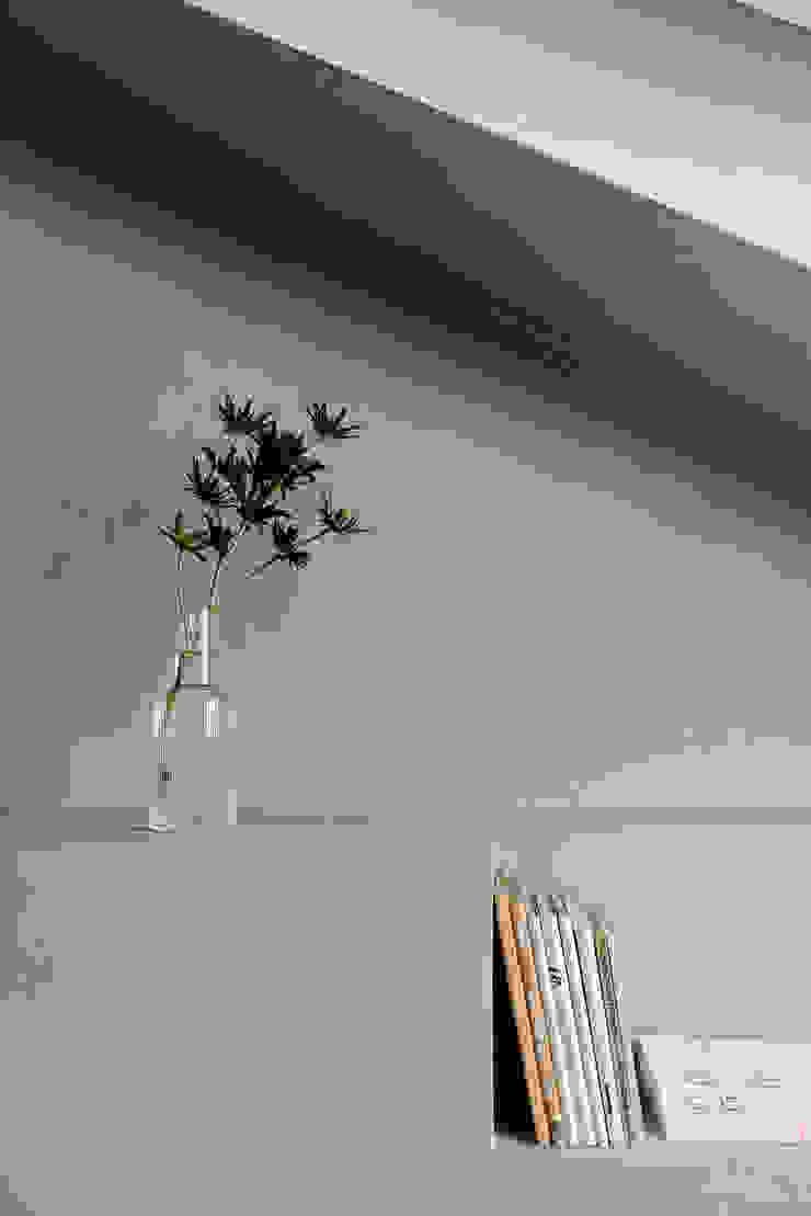 Apartment Maxvorstadt INpuls interior design & architecture Moderne Wohnzimmer