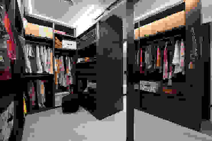Vestidor con armarios abiertos Vestidores de estilo industrial de Sincro Industrial