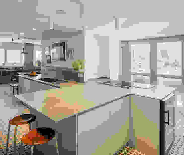 Passive 110. Cocina AGi architects arquitectos y diseñadores en Madrid Cocinas integrales Cerámico Gris