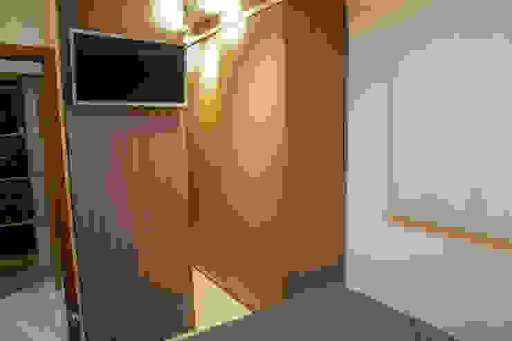 Camarina Studio Modern Dressing Room Brown