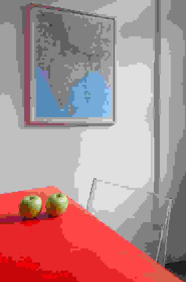 TAVOLO TRASFORMABILE/ dettaglio Cerra+Corbani Sala da pranzo minimalista