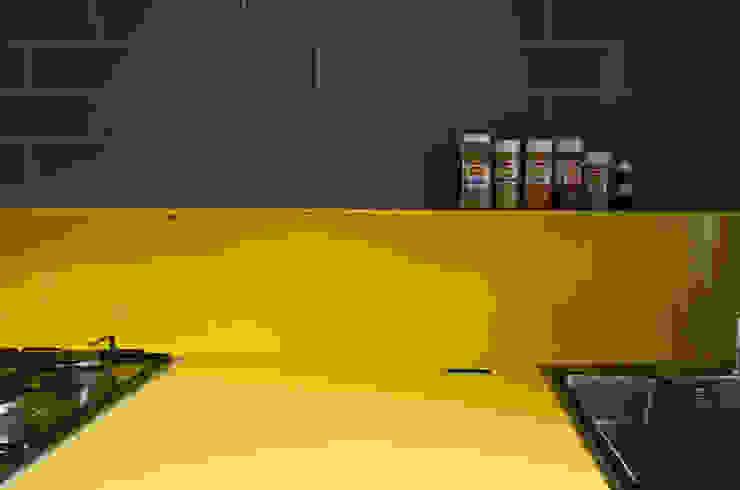 CUCINA GIALLA/ dettaglio Cerra+Corbani Cucina minimalista