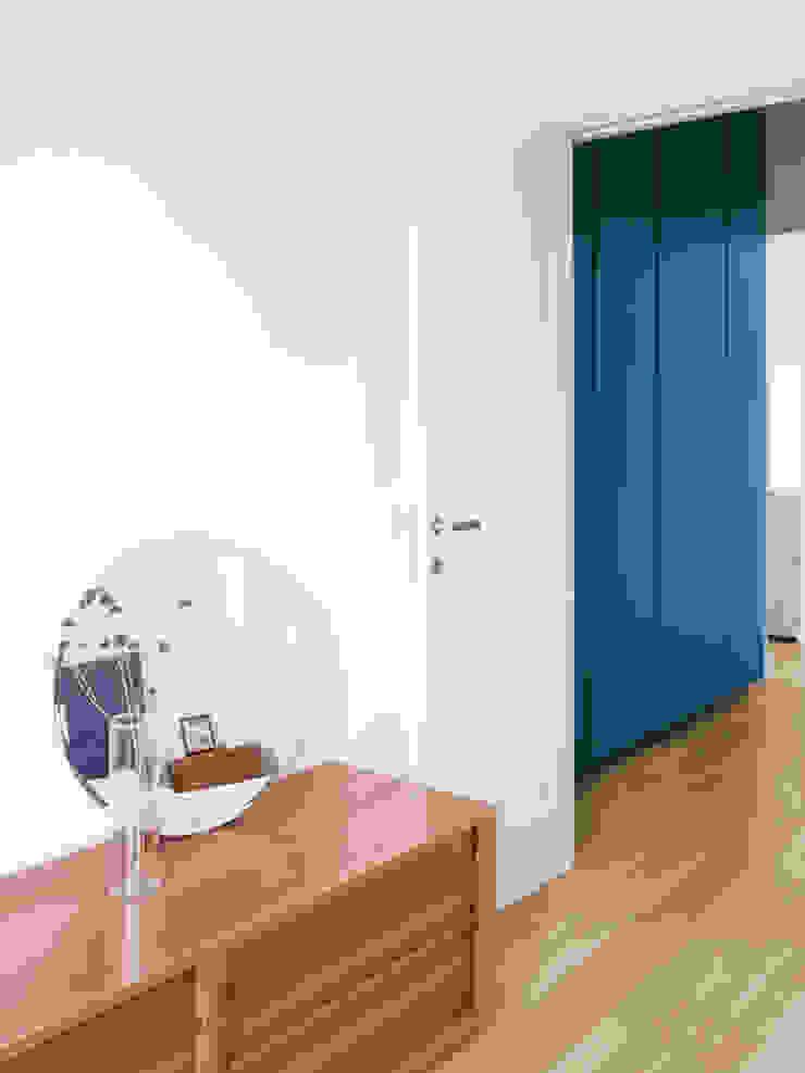CAMERA MATRIMONIALE/ ingresso Cerra+Corbani Camera da letto minimalista