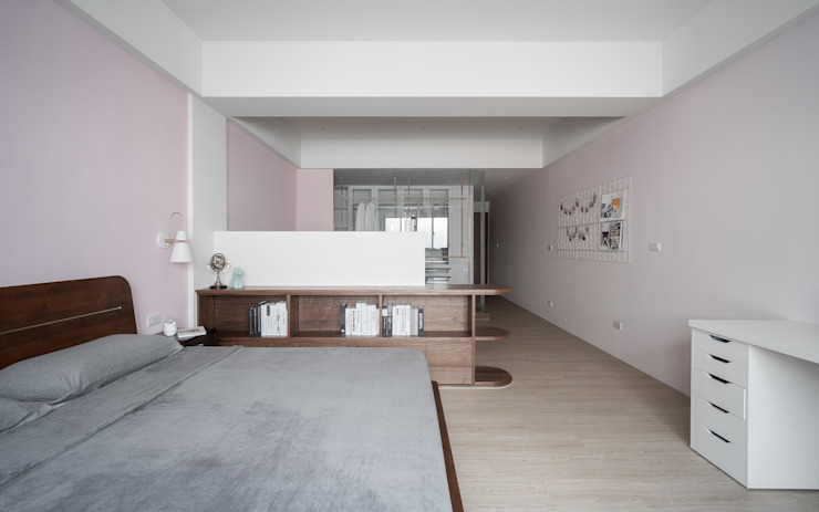 Jin & Han案 | 臥室 有隅空間規劃所 Minimalist bedroom Engineered Wood Pink
