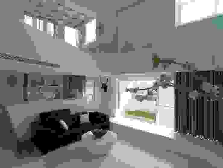 Deep White 现代客厅設計點子、靈感 & 圖片 根據 福研設計happystudio 現代風