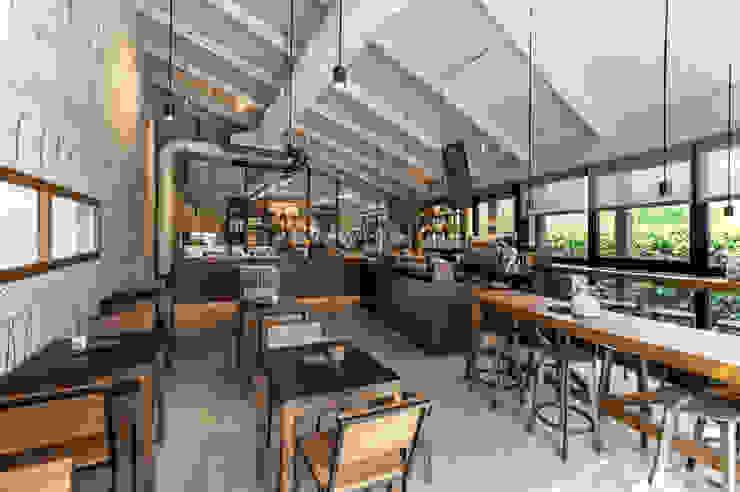 O' Fiore Mio Hub / vista bar Bar & Club moderni di BARTOLETTI CICOGNANI Moderno