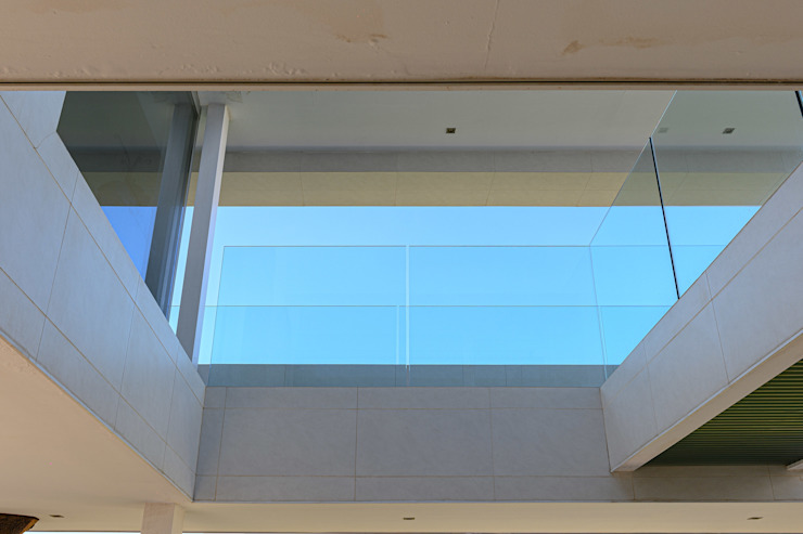 ROMESUR Minimalist corridor, hallway & stairs