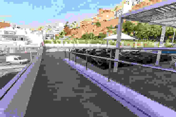 ROMESUR Balcon, Veranda & Terrasse modernes Céramique Gris