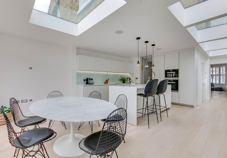 3 storey house central london—rear extension and roof extension Cris&Me l.t.d. Modern kitchen White
