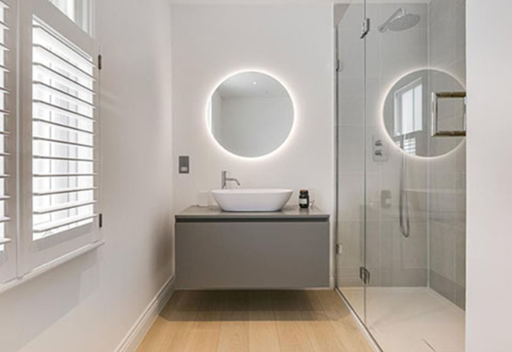 3 storey house central london—rear extension and roof extension Cris&Me l.t.d. Modern bathroom