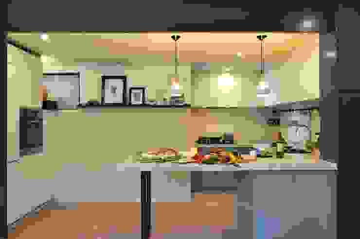 Bill's Design Limited Cocinas de estilo rústico Amarillo