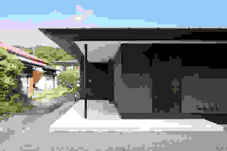 atelier137 ARCHITECTURAL DESIGN OFFICE Pasillos, vestíbulos y escaleras de estilo clásico Gris